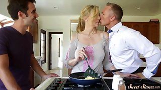 glamcore stepmom pussylicked and fucked